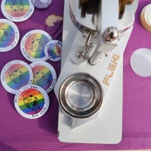 Unsere Button-Maschine beim Gastmahl