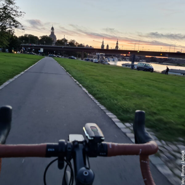 Elberadweg, Sonne geht auf